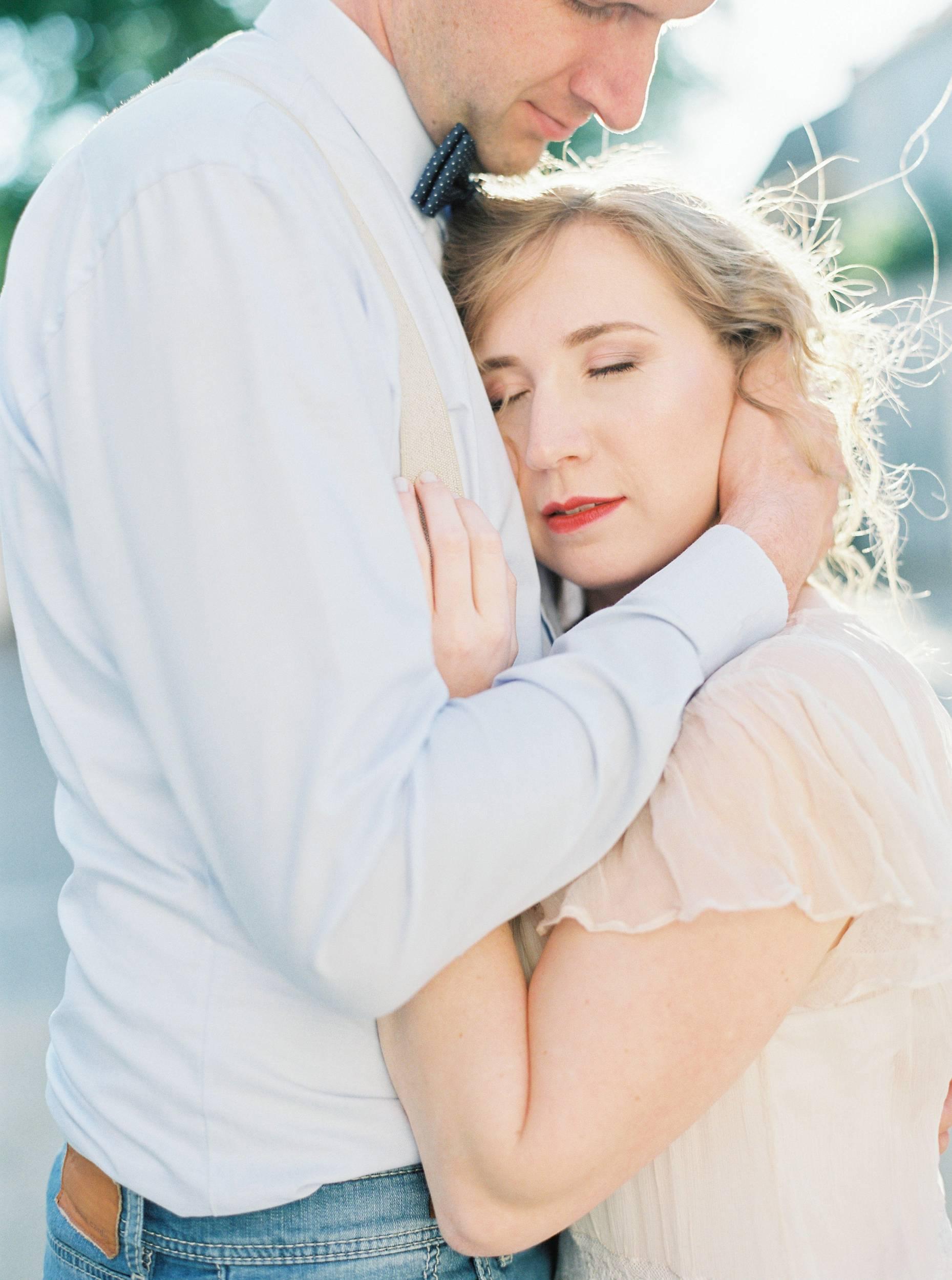 bride groom sunset hug romantiic