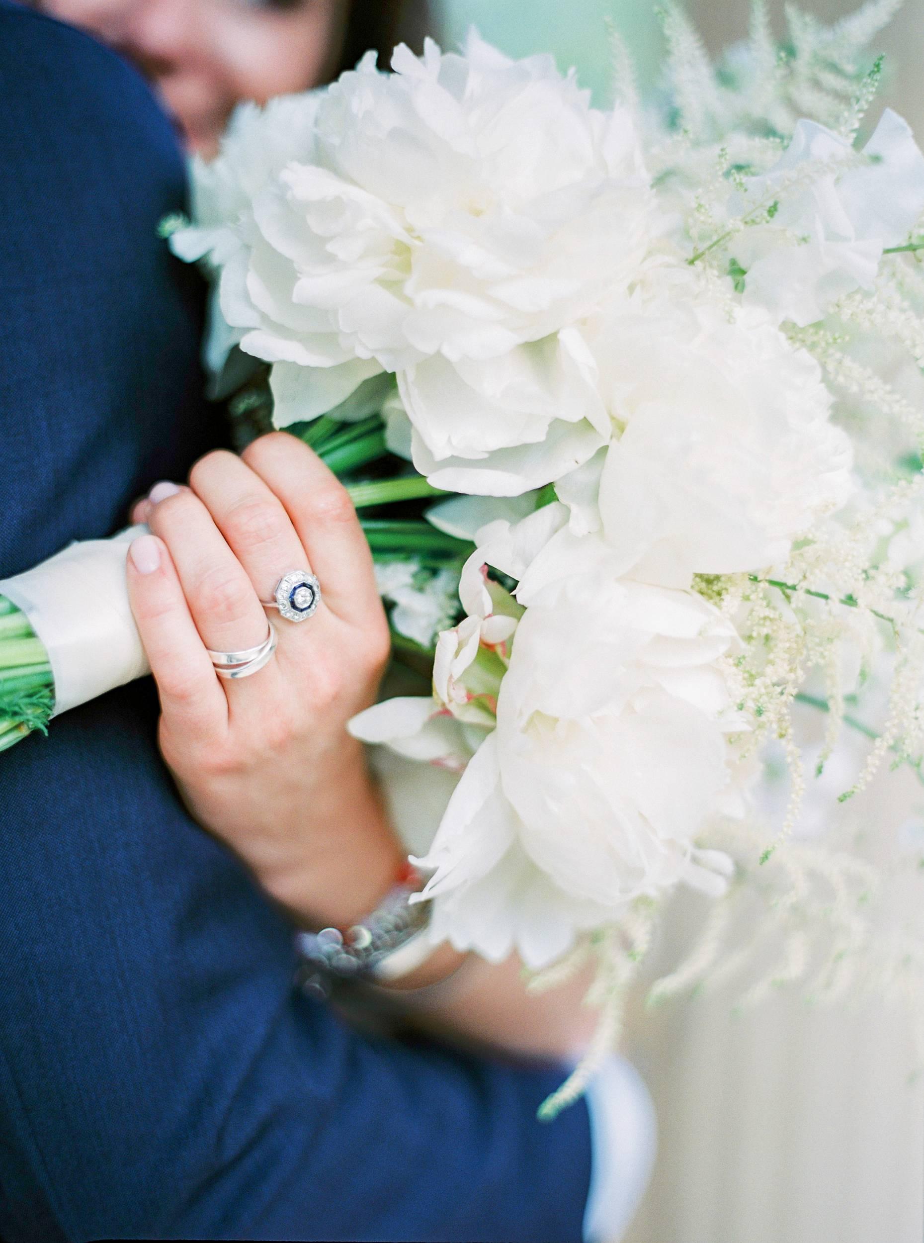 peony bridal bouquet white weiß brautstrauß pfingstrosen